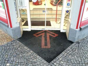 Beispiel einer Treppe auf der Innenseite der Offizin - nicht barrierefrei