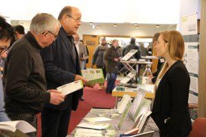 Teilnehmer des Zukunftsforum informieren sich am Rudolf Müller-Stand. Foto: Vdk Hessen-Thüringen