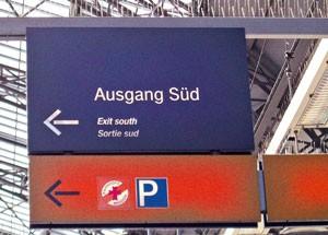 Ausstattungs- und Möblierungsele: Beschilderung Ausgang in Bahnhof